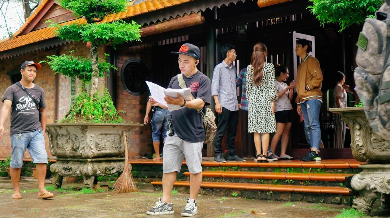 Không chỉ chạy show liên tục, Hồ Quang Hiếu còn cầm cố nhà cửa, kiếm tiền trang trải cho web drama mới 1