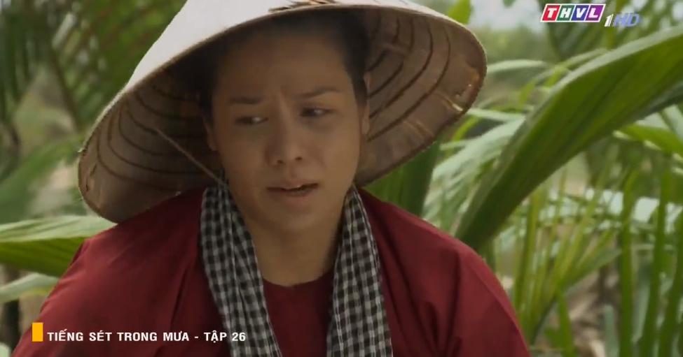 Thị Bình sau 24 năm vẫn chỉ thích trông hoa lài dù chồng mới và con gái ghét cay ghét đắng mùi hương này.