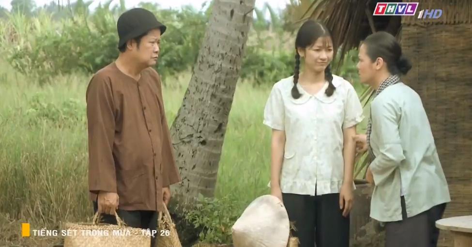 'Tiếng sét trong mưa' tập 26: Đang làm 'cô tiên dọn dẹp', con gái của Thị Bình suýt bị cai đồn điền cưỡng bức 3