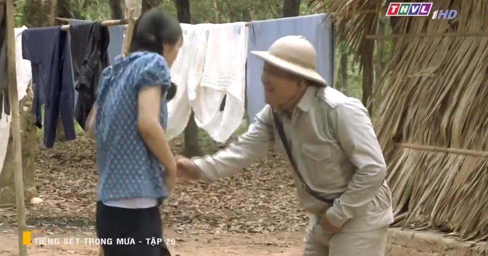'Tiếng sét trong mưa' tập 26: Đang làm 'cô tiên dọn dẹp', con gái của Thị Bình suýt bị cai đồn điền cưỡng bức 11