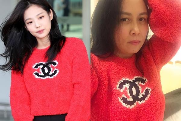 Đặt hình ảnh mặc kiểu áo hàng hiệu này của Jennie và Phượng Chanel ở cạnh nhau, có thể thấy sự khác biệt 'một trời một vực'. Nếu như Jennie toát lên vẻ tươi tắn trẻ trung, sang chảnh thì Phượng Chanel được đánh giá là chỉ như đang mặc 'đồ chợ' rẻ tiền. Lứa tuổi, gương mặt của nữ doanh nhân có vẻ không phù hợp lắm với thiết kế tông màu đỏ rực rỡ này.