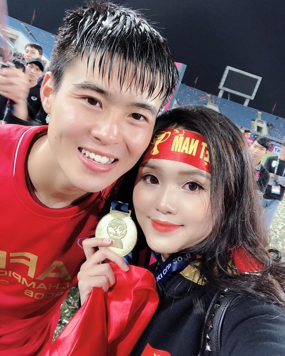 Ở Việt Nam, WAGs nổi bật nhất chính là Quỳnh Anh - bạn gái của cầu thủ Duy Mạnh. Kể từ khi được người hâm mộ biết đến, cặp đôi luôn nhận được lời khen ngợi, chúc phúc của người hâm mộ.
