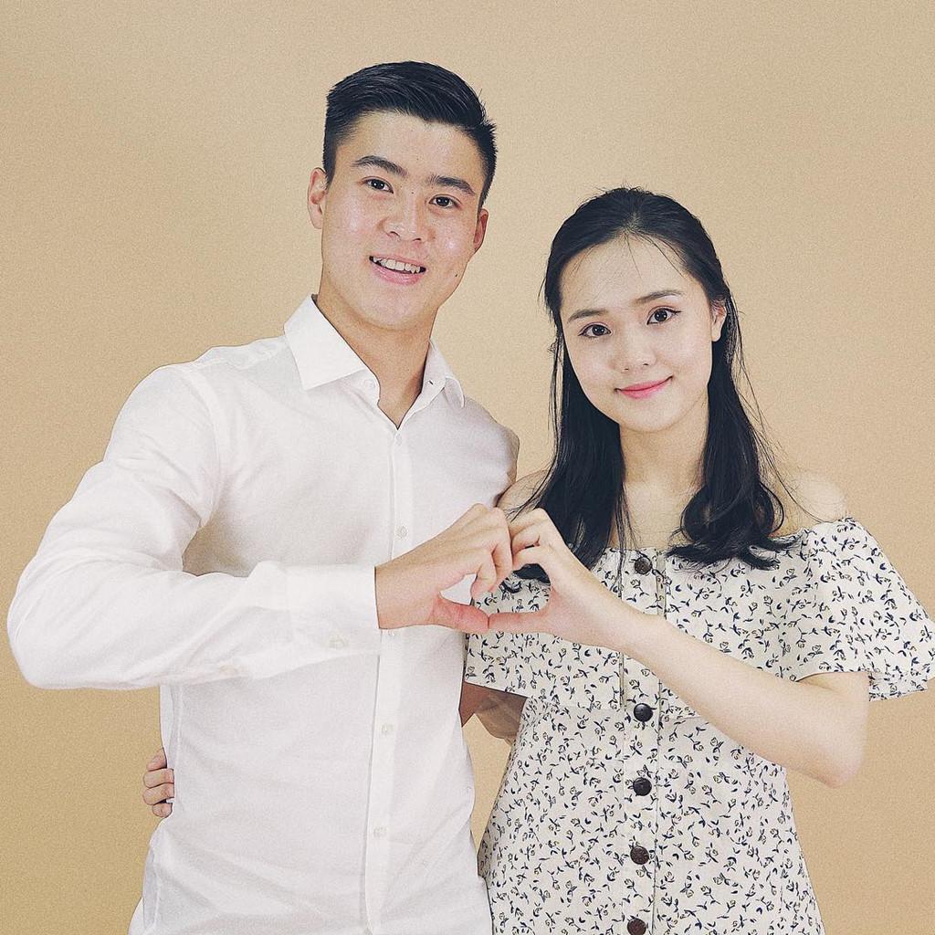Cặp đôi luôn xuất hiện cùng nhau ở mọi sự kiện. Quỳnh Anh không bao giờ vắng mặt trong những sự kiện trọng đại của người yêu.