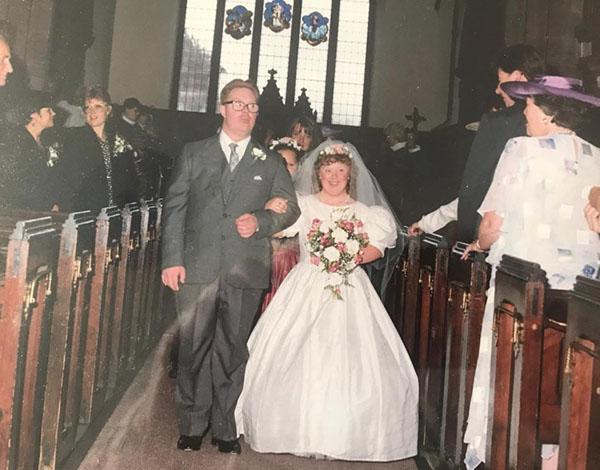 Gareth vàDeana tổ chức hôn lễngày 4/7/1992