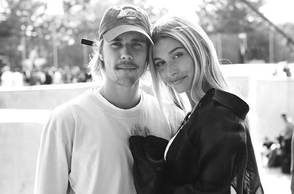 Justin và Hailey luôn bị paparazzi săn đuổi ráo riết.