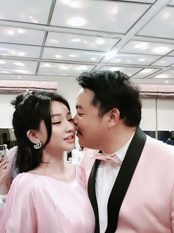 Quang Lê lộ ảnh thân mật với vợ cũ của Hồ Quang Hiếu 0
