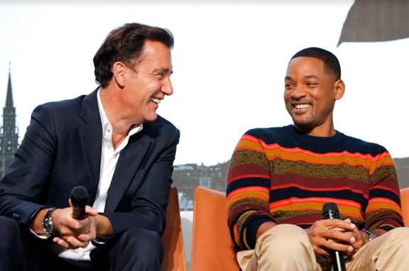 Nam diễn viên Clive Owen và tài tử Will Smith cũng hào hứng và vui vẻ trò chuyện tại sự kiện