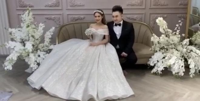 Lộ ảnh cưới của streamer 'giàu nhất Việt Nam' và bạn gái 17 tuổi 1