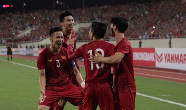 Các cầu thủ Việt Nam sau hiệp 1