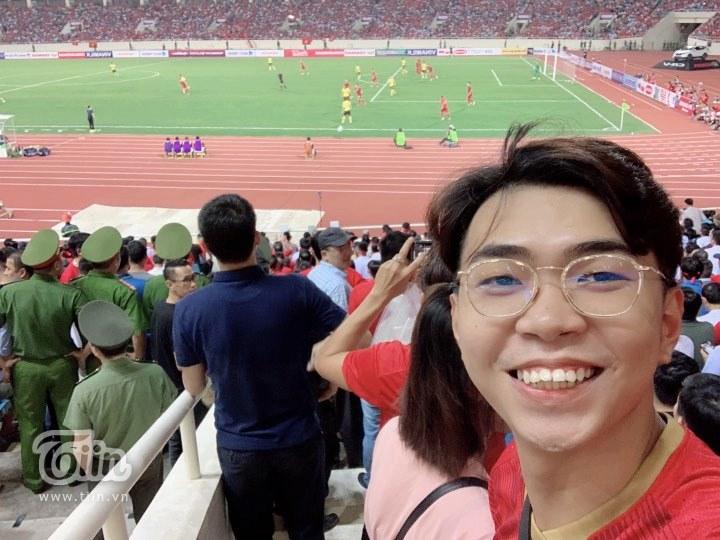 Minh Dự, Ngọc Nữ sánh đôi đến sân Mỹ Đình cổ vũ cho đội tuyển Việt Nam 3