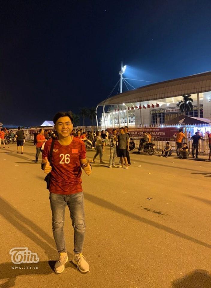 Minh Dự, Ngọc Nữ sánh đôi đến sân Mỹ Đình cổ vũ cho đội tuyển Việt Nam 2