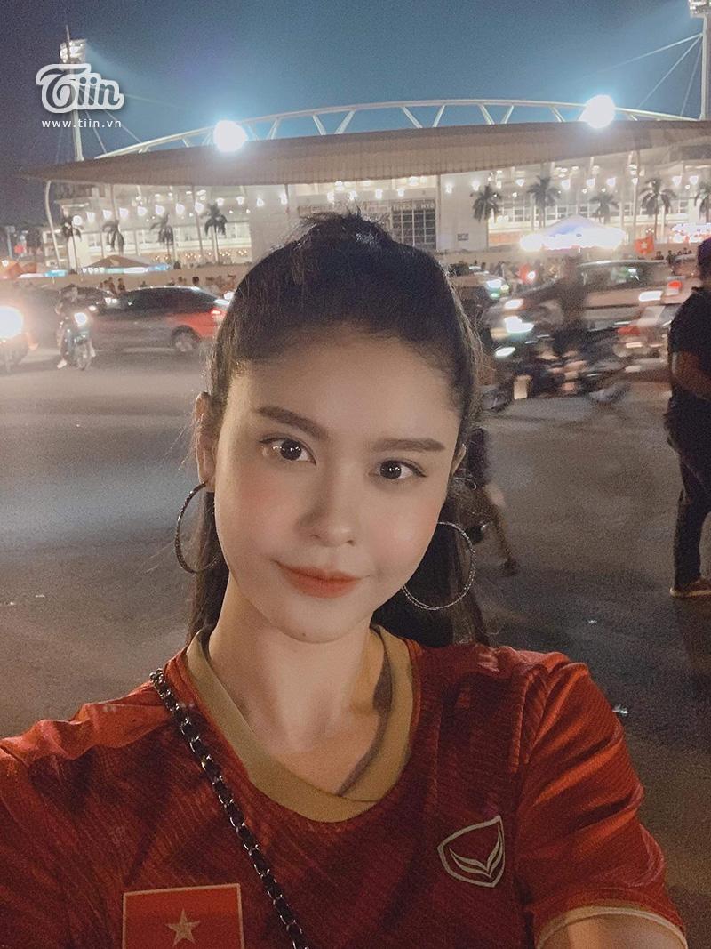 Minh Dự, Ngọc Nữ sánh đôi đến sân Mỹ Đình cổ vũ cho đội tuyển Việt Nam 8