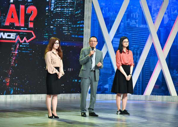 MC Lại Văn Sâm - hai ứng viênPhạm Lưu Uyên vàPhan Thị Ý Nhi