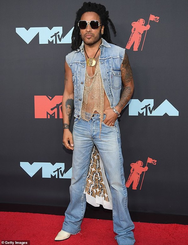 Danh ca nổi tiếng Lenny Kravitz là bố củaZoe Kravtiz.