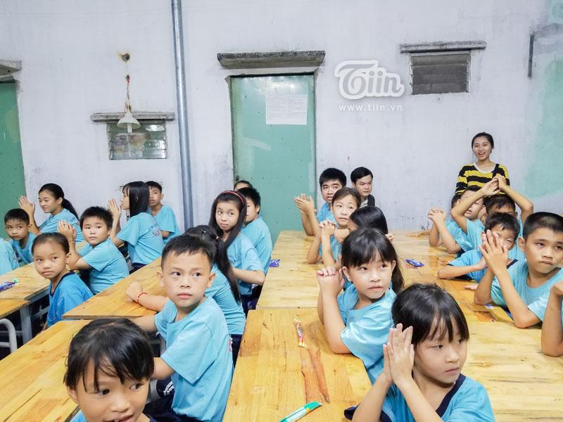 Một buổi học đầy cảm xúc với các em học sinh có hoàn cảnh khó khăn…