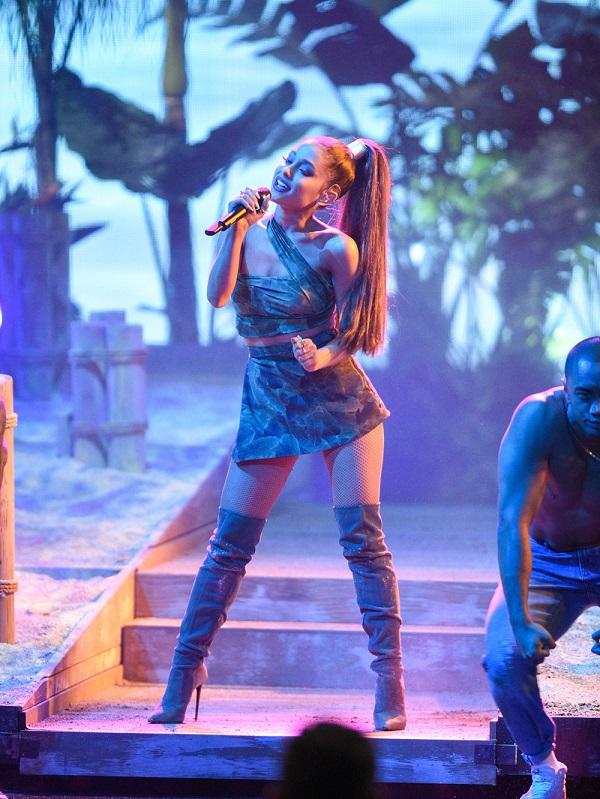 Hãy cùng chờ đón sự hợp tác giữa Kylie Jenner và Ariana Grande nhé!