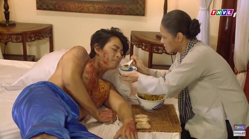 'Tiếng sét trong mưa' tập 41: Thị Bình khóc nức nở hát ru con trai ngủ, liệu cậu Hai có thấy tuổi thơ ùa về? 12