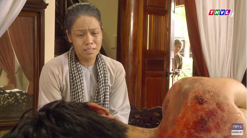 'Tiếng sét trong mưa' tập 41: Thị Bình khóc nức nở hát ru con trai ngủ, liệu cậu Hai có thấy tuổi thơ ùa về? 16