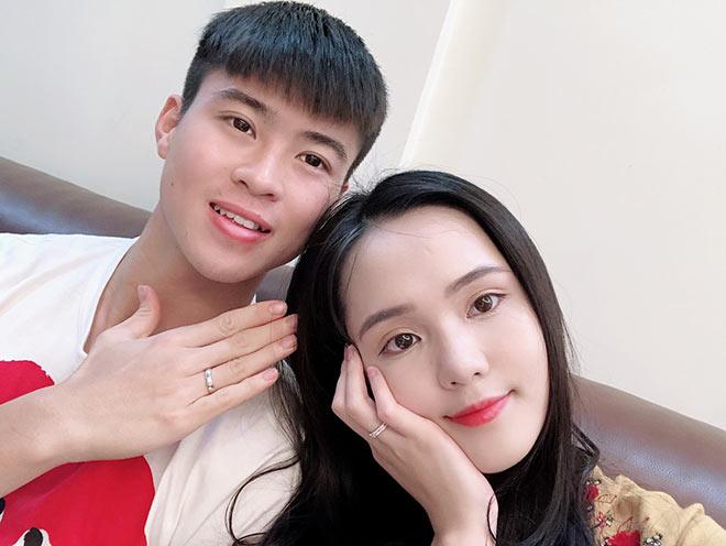Trước đó, Duy Mạnh và Quỳnh Anhđã khoe nhẫn đôi cùng nhau.