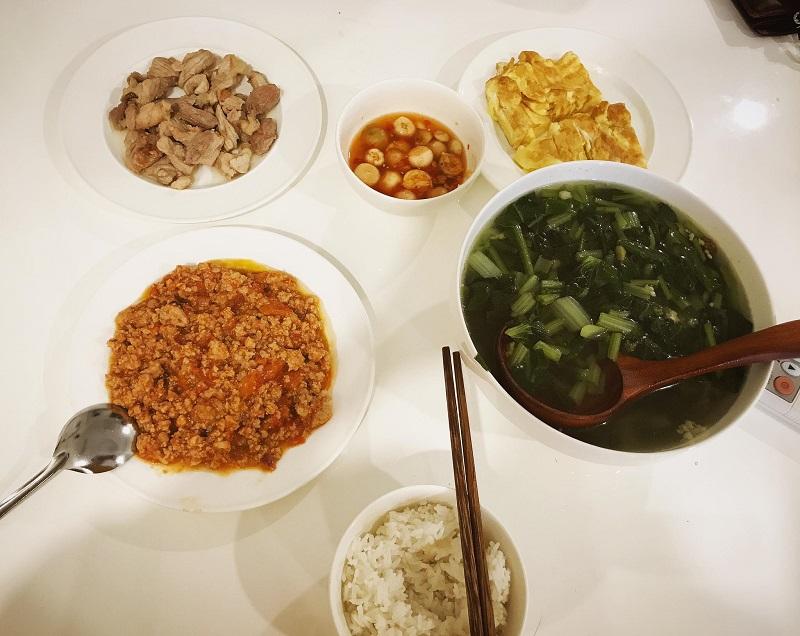 Khéo tay hết phần thiên hạ, vợ Huy Cung khoe thực đơn cả tuần không trùng bữa nào 7