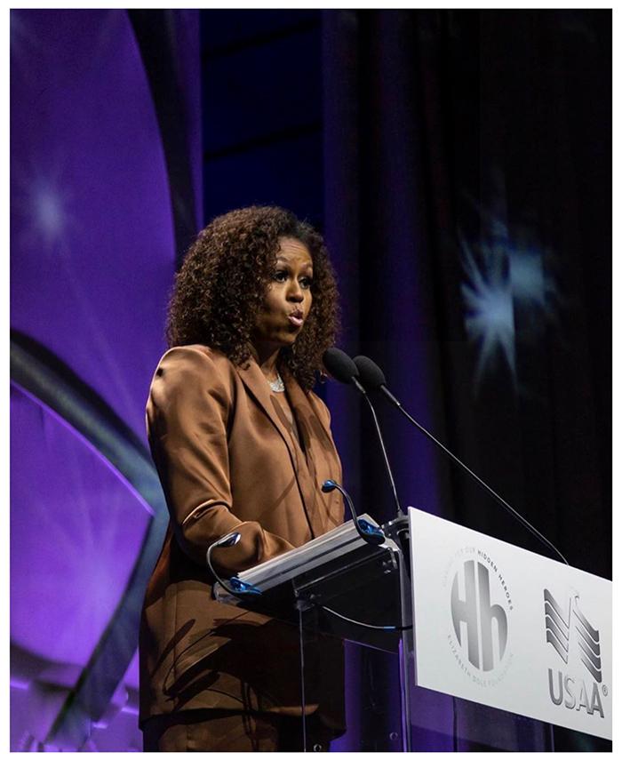 Cựu đệ nhất phu nhân Mỹ Michele Obama diện trang phục của NTK Công Trí 1
