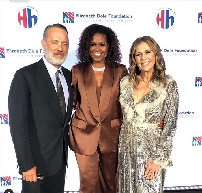 Cựu đệ nhất phu nhân Mỹ Michele Obama diện trang phục của NTK Công Trí 0