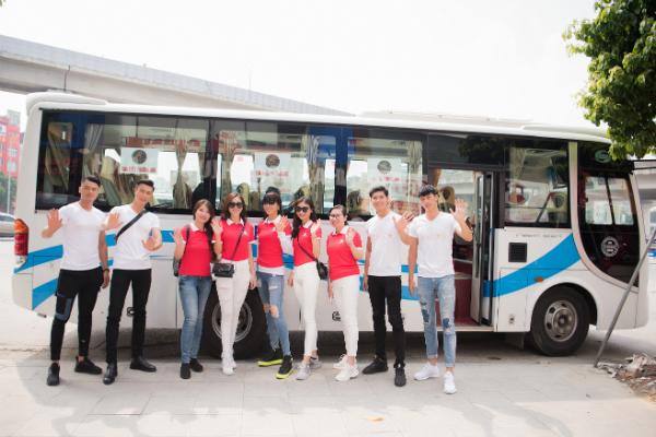 Dàn quán quân, á quân Mister Việt Nam 2019 cùng với siêu mẫu Dương Ngọc Khả Trang và nữ hoàng trang sức 2017 Mỹ Duyên