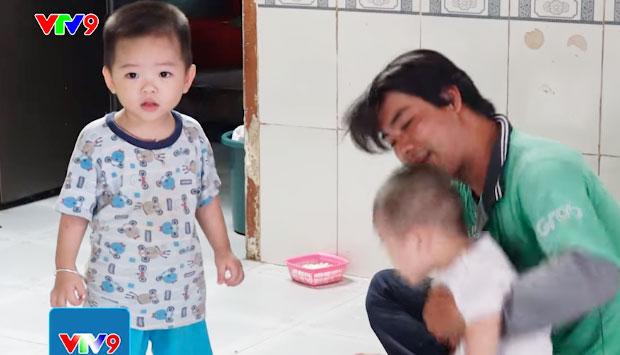 Hai cậu con trai kháu khỉnh của anh Quí. Ảnh chụp màn hình.