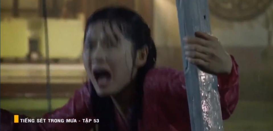 'Tiếng sét trong mưa' tập 53: Oan nghiệt không chừa một ai, Phượng và Ba Xuân cũng bỏ mạng trong đêm mưa gió 8