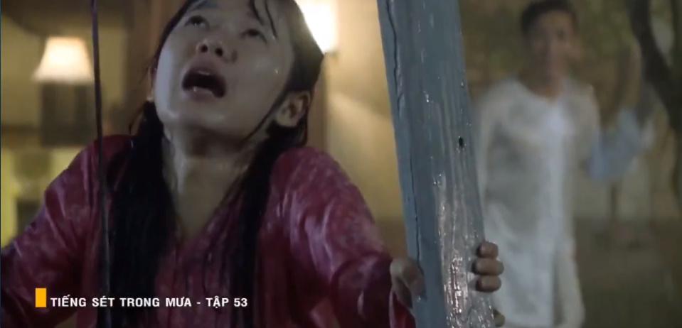 'Tiếng sét trong mưa' tập 53: Oan nghiệt không chừa một ai, Phượng và Ba Xuân cũng bỏ mạng trong đêm mưa gió 12