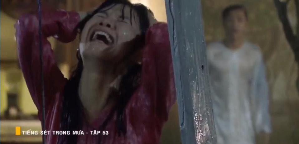 'Tiếng sét trong mưa' tập 53: Oan nghiệt không chừa một ai, Phượng và Ba Xuân cũng bỏ mạng trong đêm mưa gió 13