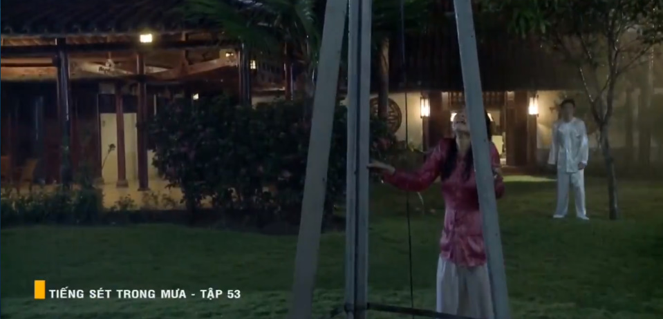 'Tiếng sét trong mưa' tập 53: Oan nghiệt không chừa một ai, Phượng và Ba Xuân cũng bỏ mạng trong đêm mưa gió 15