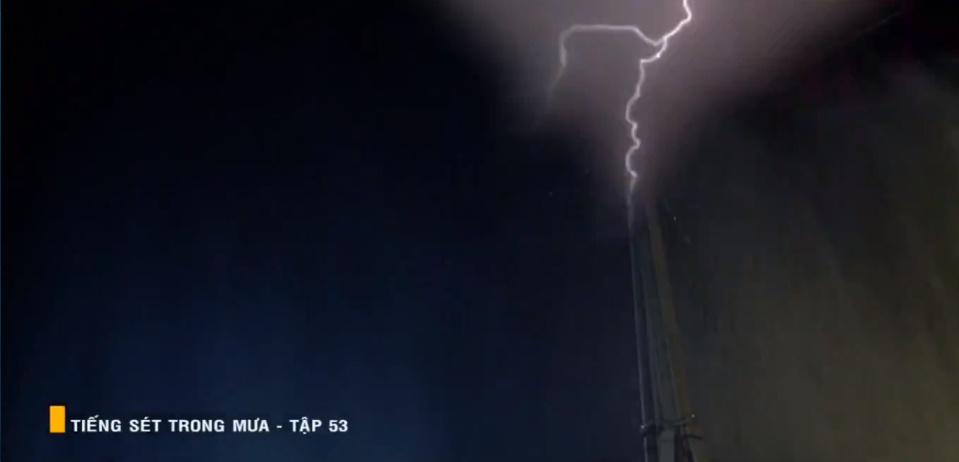 'Tiếng sét trong mưa' tập 53: Oan nghiệt không chừa một ai, Phượng và Ba Xuân cũng bỏ mạng trong đêm mưa gió 16