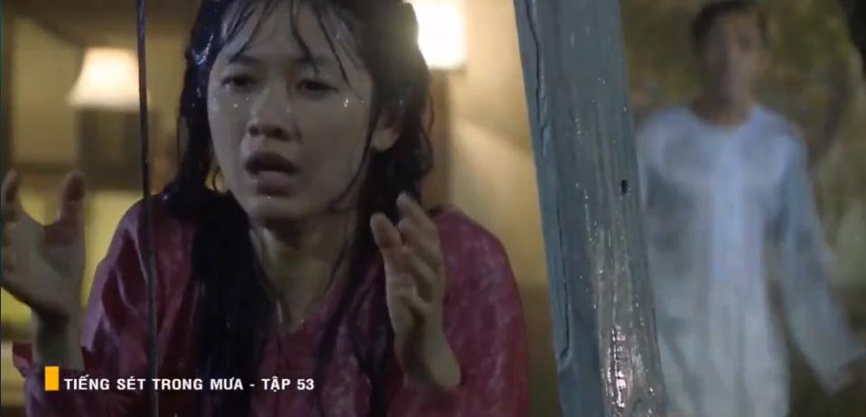 'Tiếng sét trong mưa' tập 53: Oan nghiệt không chừa một ai, Phượng và Ba Xuân cũng bỏ mạng trong đêm mưa gió 19