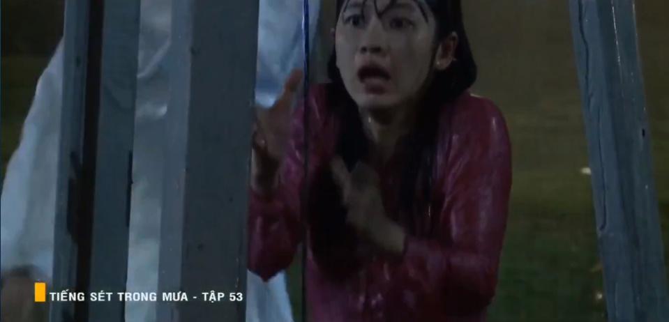'Tiếng sét trong mưa' tập 53: Oan nghiệt không chừa một ai, Phượng và Ba Xuân cũng bỏ mạng trong đêm mưa gió 21