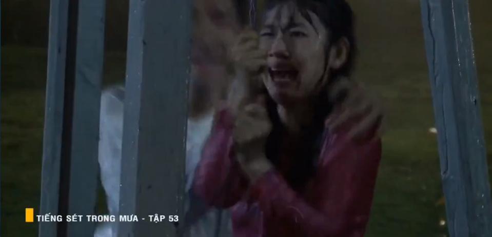 'Tiếng sét trong mưa' tập 53: Oan nghiệt không chừa một ai, Phượng và Ba Xuân cũng bỏ mạng trong đêm mưa gió 22