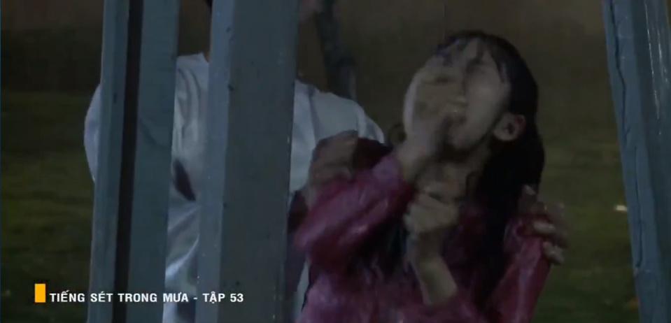 'Tiếng sét trong mưa' tập 53: Oan nghiệt không chừa một ai, Phượng và Ba Xuân cũng bỏ mạng trong đêm mưa gió 26