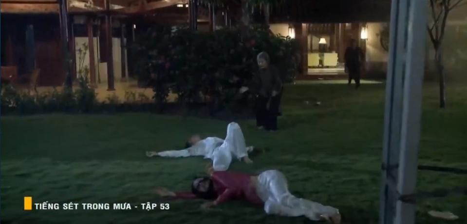 'Tiếng sét trong mưa' tập 53: Oan nghiệt không chừa một ai, Phượng và Ba Xuân cũng bỏ mạng trong đêm mưa gió 28