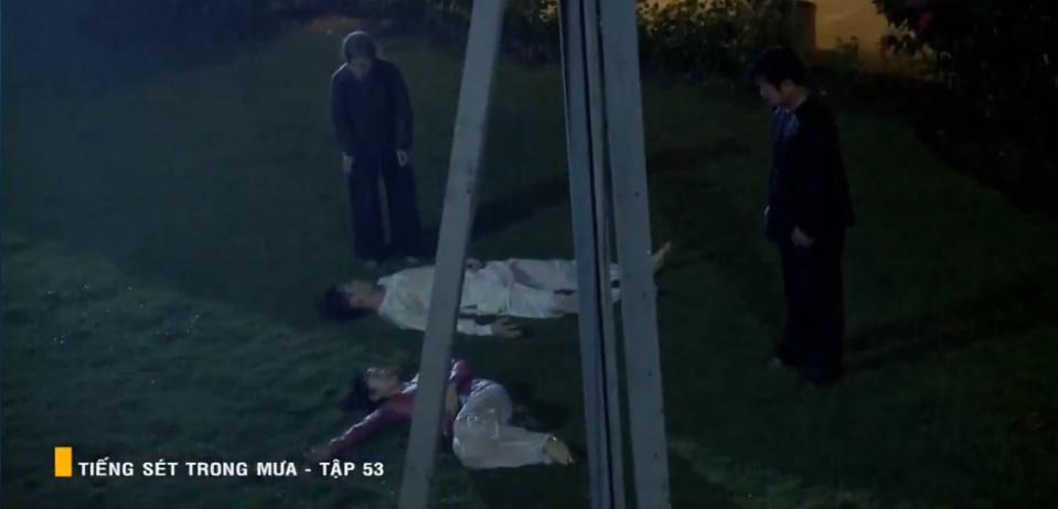 'Tiếng sét trong mưa' tập 53: Oan nghiệt không chừa một ai, Phượng và Ba Xuân cũng bỏ mạng trong đêm mưa gió 29