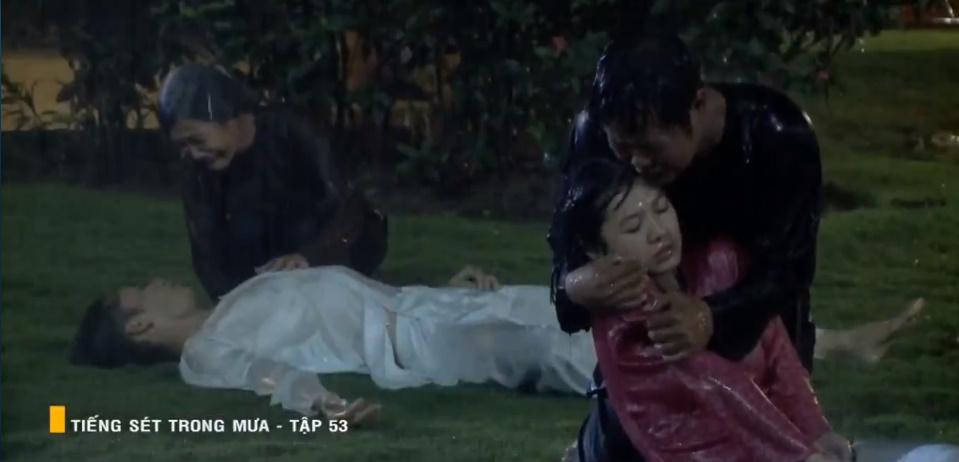 'Tiếng sét trong mưa' tập 53: Oan nghiệt không chừa một ai, Phượng và Ba Xuân cũng bỏ mạng trong đêm mưa gió 32