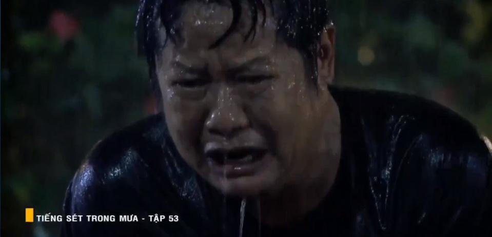 'Tiếng sét trong mưa' tập 53: Oan nghiệt không chừa một ai, Phượng và Ba Xuân cũng bỏ mạng trong đêm mưa gió 33