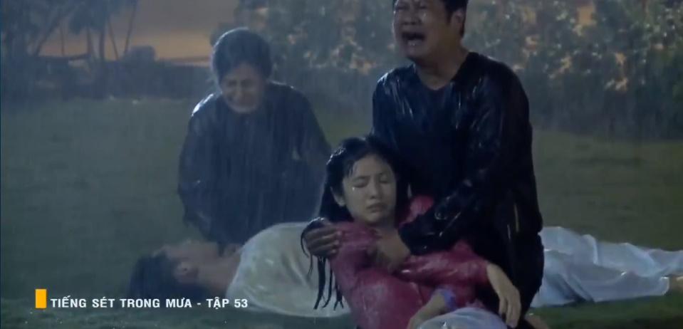 'Tiếng sét trong mưa' tập 53: Oan nghiệt không chừa một ai, Phượng và Ba Xuân cũng bỏ mạng trong đêm mưa gió 35