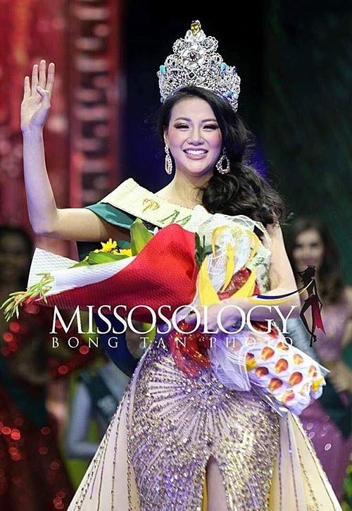 Phương Khánh không chỉ xinh đẹp mà còn tự tin, năng động, giao tiếp tiếng Anh tốt.