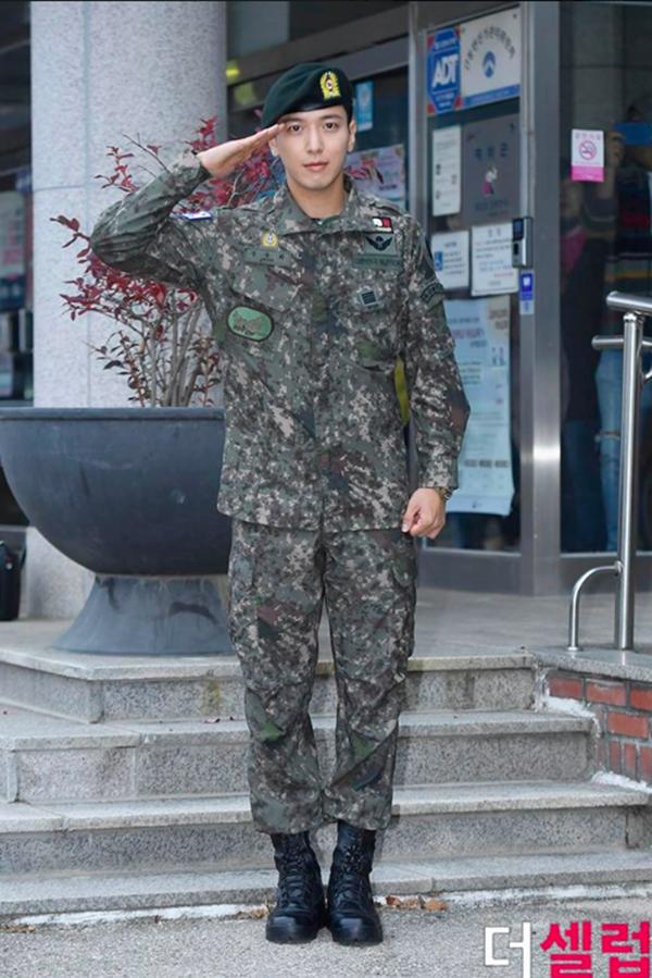 Jung Yong Hwa xuất hiện cực điển trai trong ngày xuất ngũ