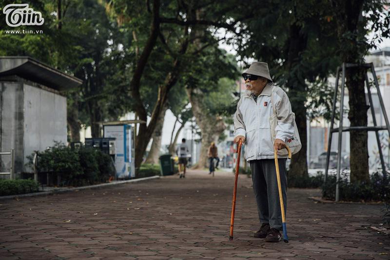 Thành phố hiện đại này luôn có những góc rất cổ kính, bình dị, góc dành cho những cụ ông, cụ bà đã từng có một thời son trẻ gắn bó với thủ đô