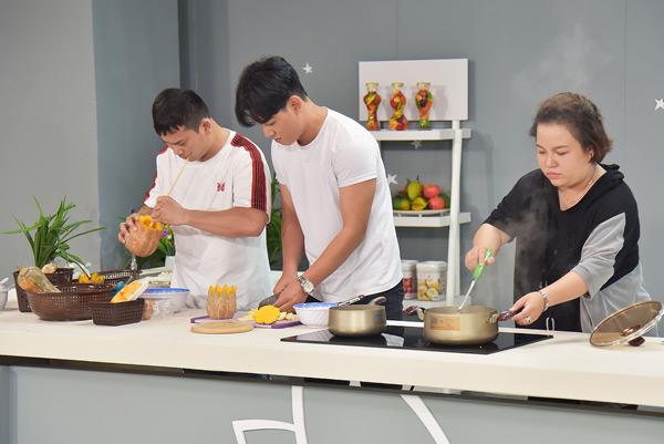 Cuộc so tài nấu chè của 2 diễn viên Baggio và Lê Trang.