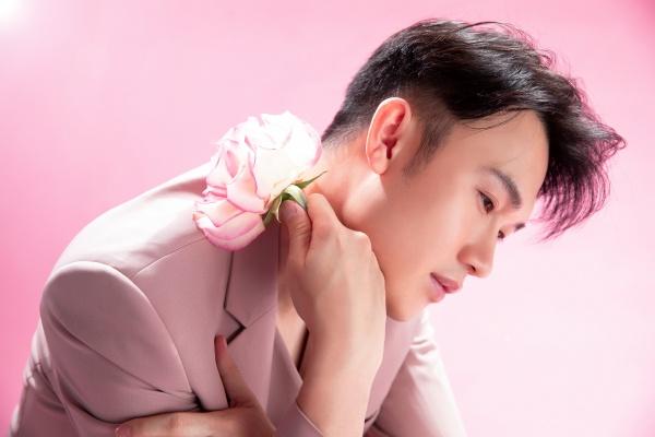 Dương Triệu Vũ 'hớp hồn' người xem với phong cách ngọt ngào tựa 'hoàng tử hoa' 4