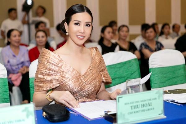 Hoa hậu Thu Hoài khoe vẻ cá tính, trẻ trung khi đi chấm thi nhan sắc 1