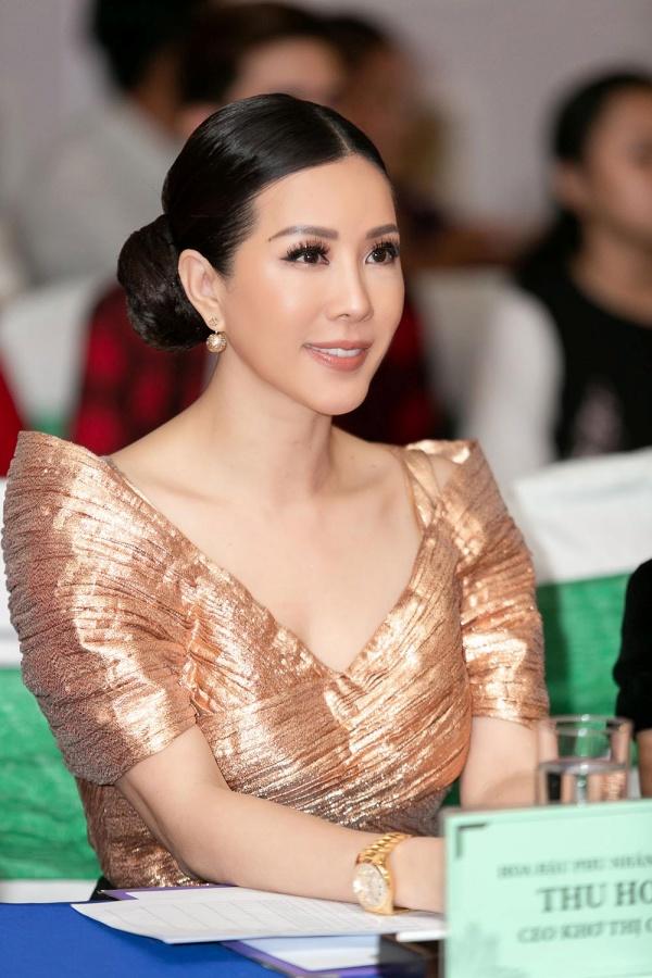 Hoa hậu Thu Hoài khoe vẻ cá tính, trẻ trung khi đi chấm thi nhan sắc 0