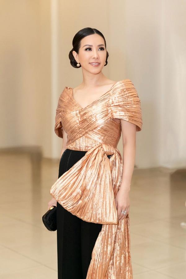Hoa hậu Thu Hoài khoe vẻ cá tính, trẻ trung khi đi chấm thi nhan sắc 3